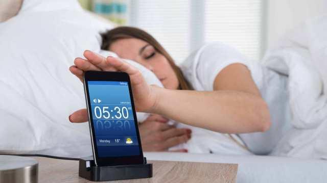 alarm-clock-smartphone